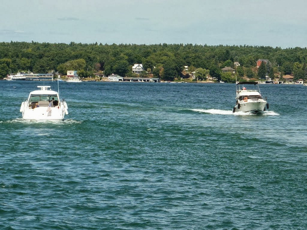 Boating amoung the Thousand Islands